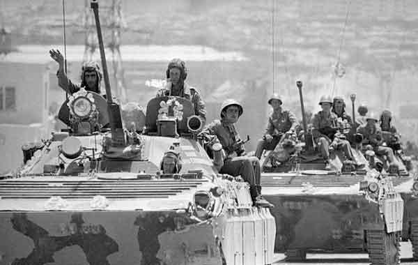 Resultado de imagem para AFEGANISTAO INVADIDO POR TROPAS SOVIETICAS 1979