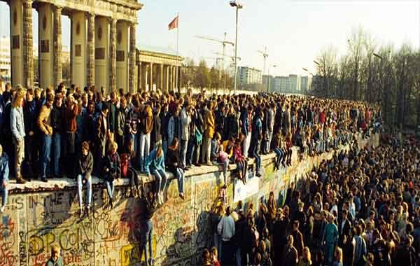 Queda do Muro de Berlim - Resumo
