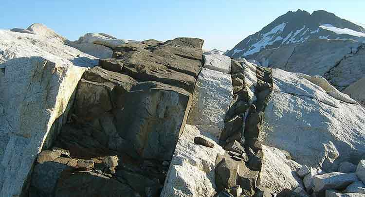 Recursos ígneos e depósitos piroclásticos